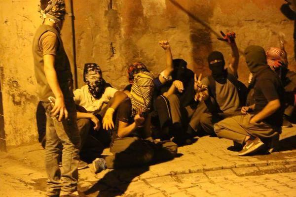 http://rojavanoestasola.noblogs.org/files/2015/07/Disturbios-turquia-2.jpg