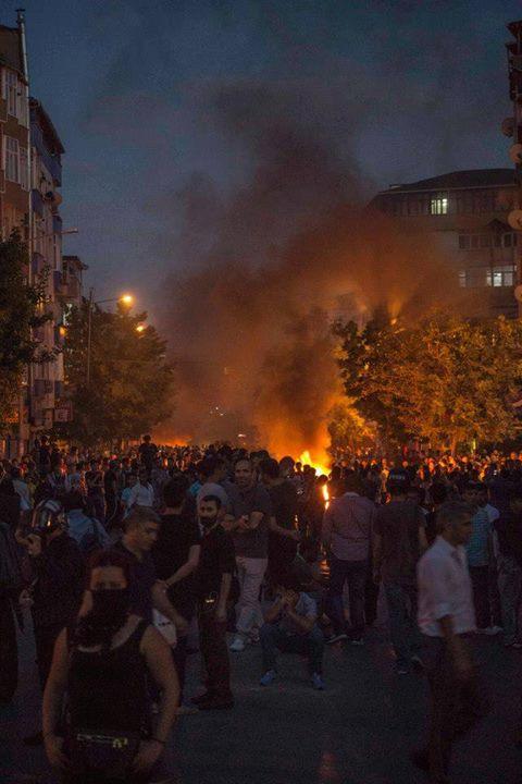 http://rojavanoestasola.noblogs.org/files/2015/07/Estambul-milicias-13.jpg