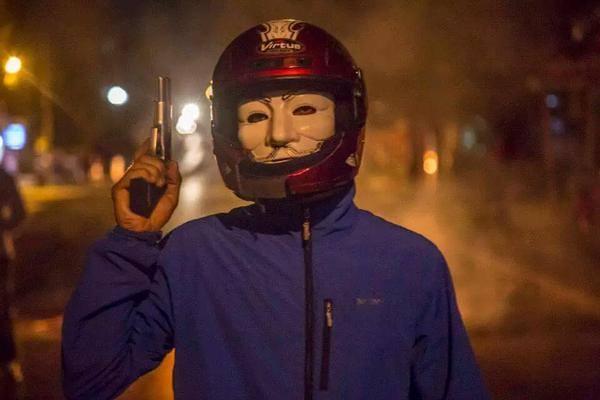 http://rojavanoestasola.noblogs.org/files/2015/07/Estambul-milicias-14.jpg
