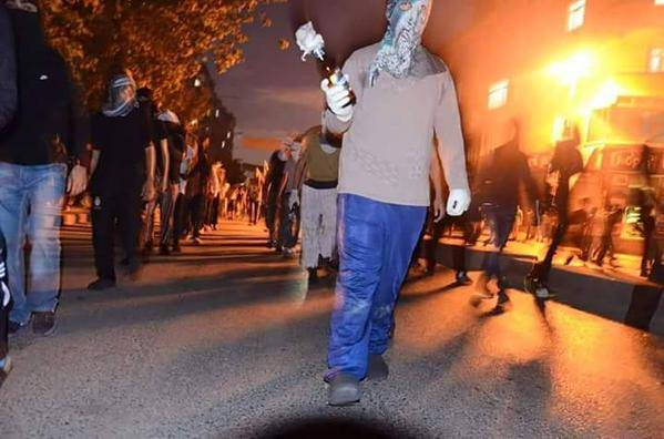 http://rojavanoestasola.noblogs.org/files/2015/07/Estambul-milicias-15.jpg