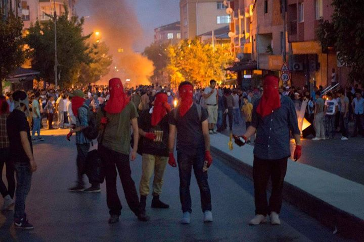 http://rojavanoestasola.noblogs.org/files/2015/07/Estambul-milicias-2.jpg