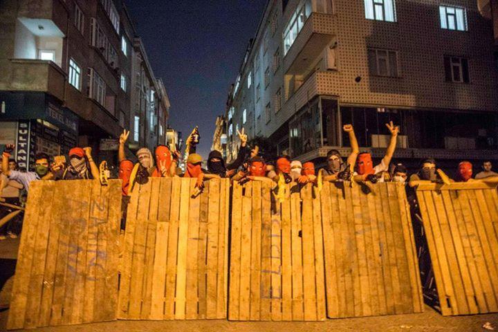 http://rojavanoestasola.noblogs.org/files/2015/07/Estambul-milicias-4.jpg