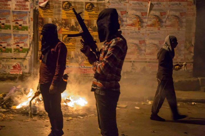http://rojavanoestasola.noblogs.org/files/2015/07/Estambul-milicias-8.jpg