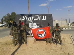 Miembros del Batallón Internacional después de la liberación de Tel Abiyad